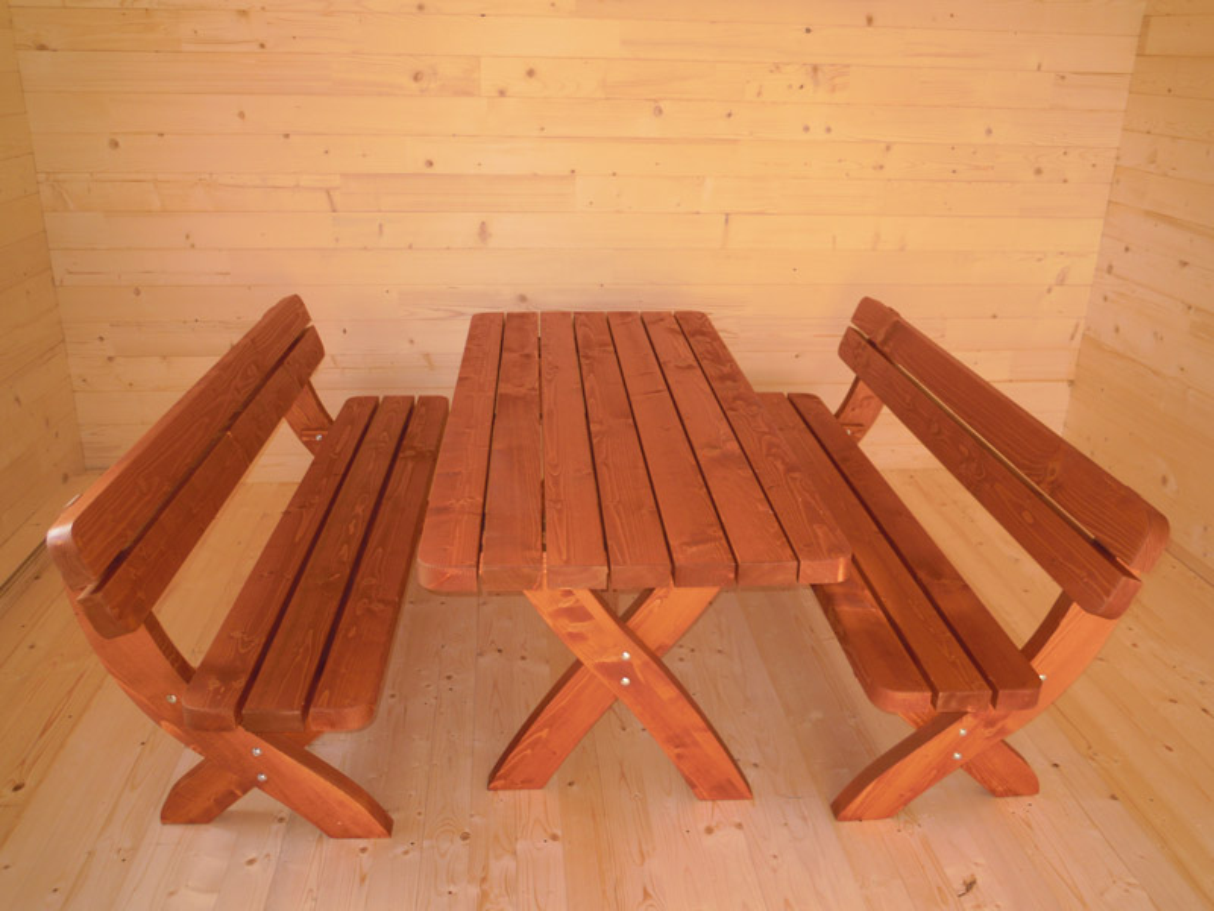 Tavoli e panchine da giardino case in legno casette in for Panche in legno da giardino
